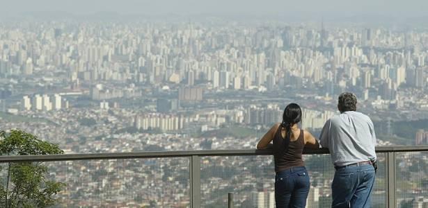 vista aerea de sao paulo a partir do pico do jaragua na zona oeste da cidade
